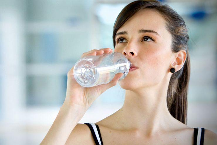 การดื่มน้ำตอนเช้า