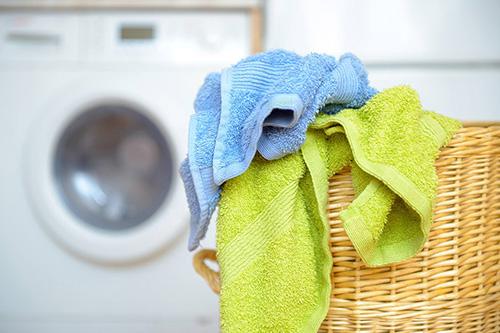 การทำความสะอาดผ้าเช็ดตัว ที่อาจมีเชื้อโรคมากกว่าที่คิด ควรซักผ้าเช็ดตัวบ่อยแค่ไหน?